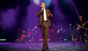 Alexander Armstrong and his live band
